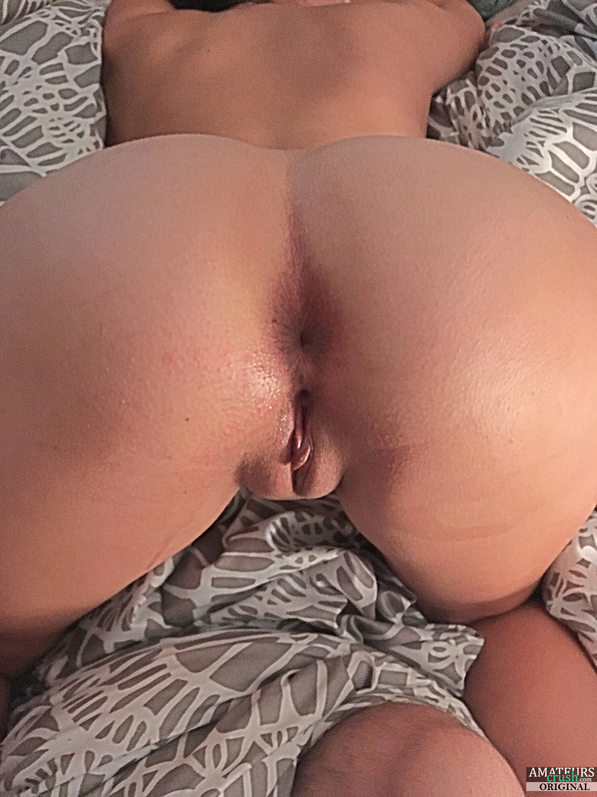mature lesbo licking ass in pantyhose